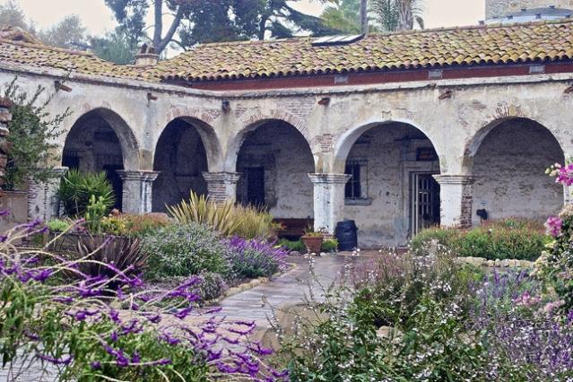 Courtyard at Mission San Juan Capistrano (Flickr/Jean).