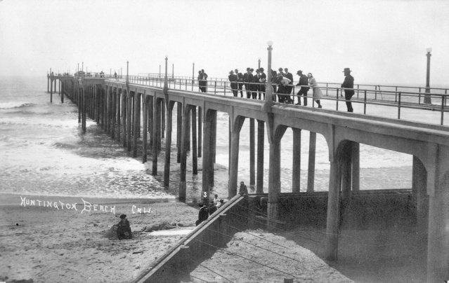Huntington Beach Pier, 1914 (Orange County Archives).