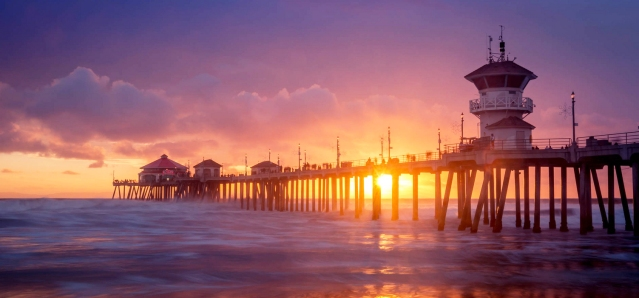 THE PIER area of downtown Huntington Beach will be among the destinations of a proposed bus or trolley shuttle planned for the city (Flickr/Ron Kroetz)